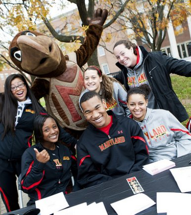 UMD Students with Terp Mascot